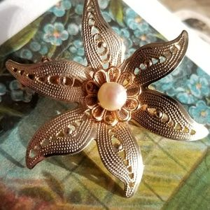 Vintage real pearl daisy flower brooch pin gold to